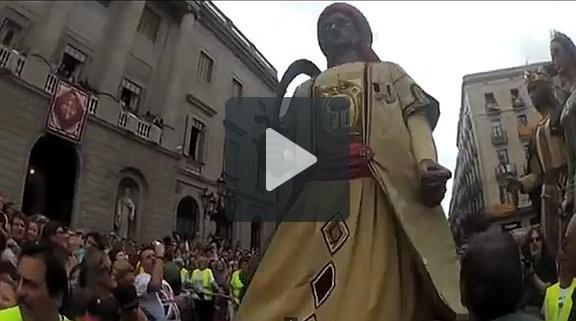 Entrar a Sant Jaume amb el Gegant del Pi, o el pes de la tradició