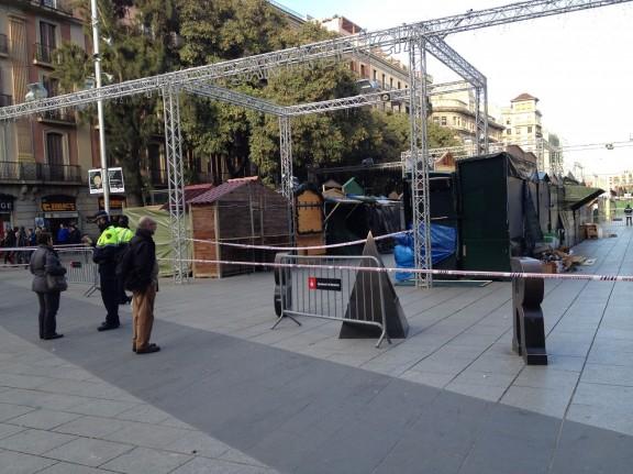 La Fira de Santa Llúcia de Barcelona, tancada pel vent