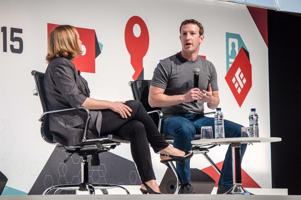 El fundador de Facebook en un moment de la conferència.