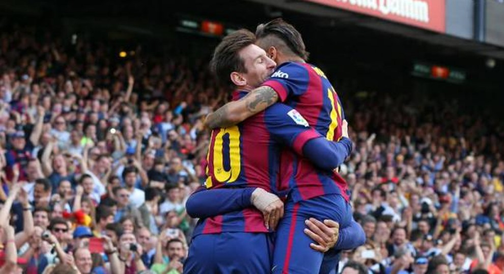 Suárez, Messi i Neymar celebren un gol vestits de blaugrana.