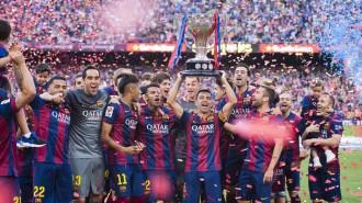 El Barça ajuda el Deportivo en l'adéu del capità Xavi Hernández (2-2)