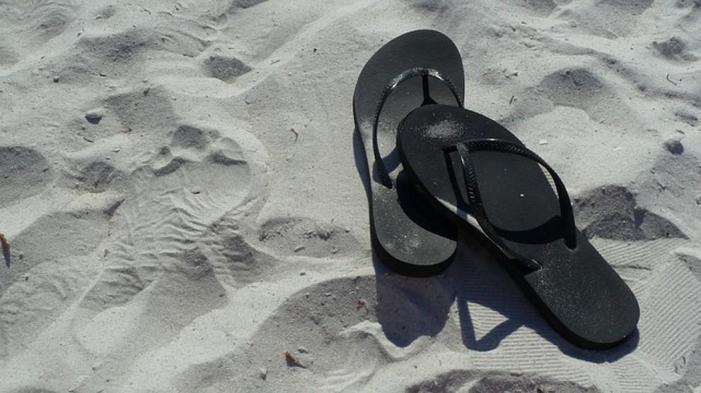 Unes xancletes a la platja