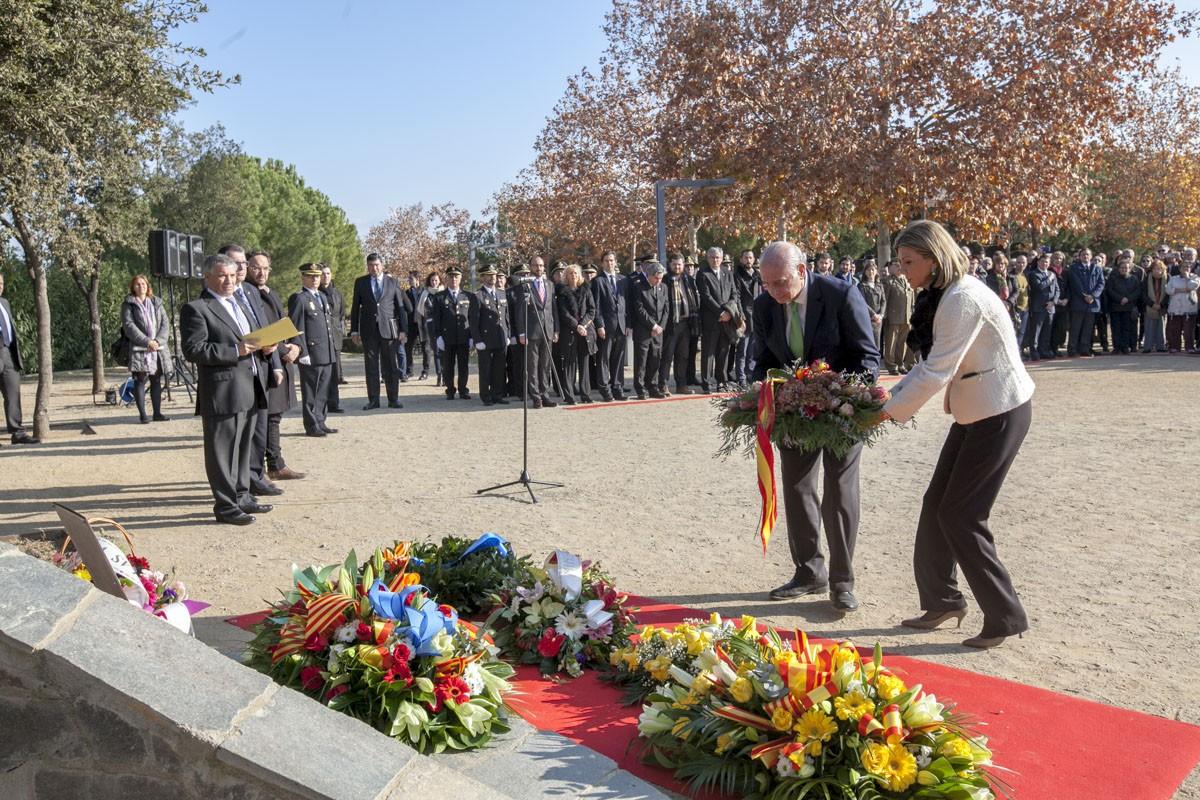 Ofrena floral en memòria de les víctimes del terrorisme