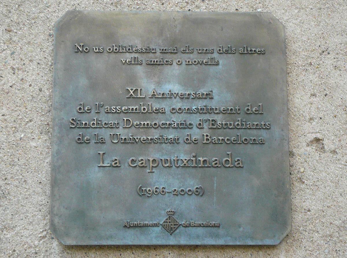 Placa commemorativa a Barcelona dels 40 anys de la Caputxinada