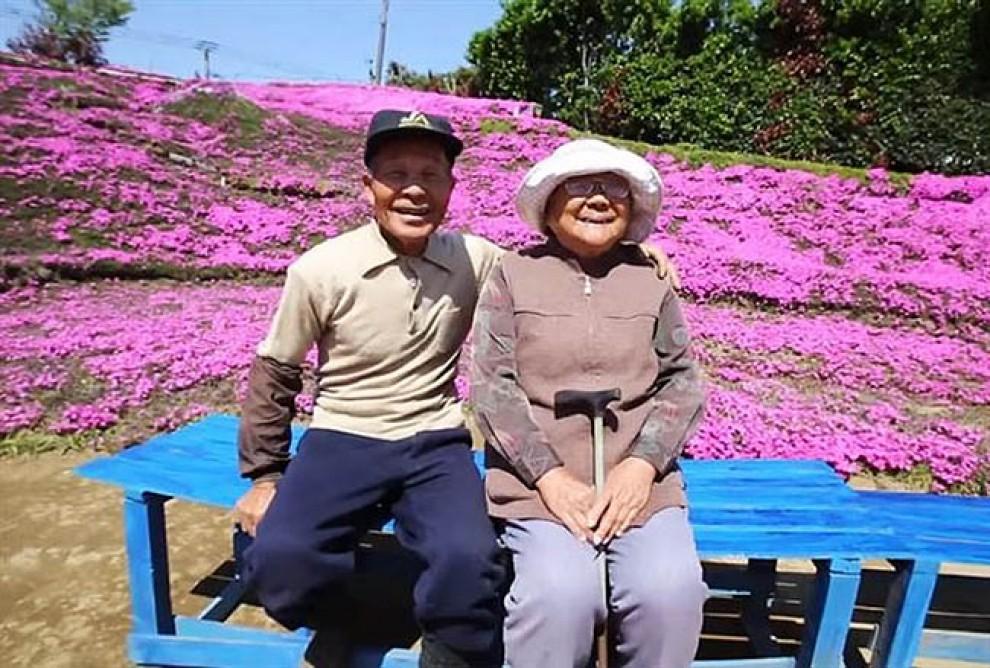 El matrimoni Kuroki,  davant el jardí de lfors