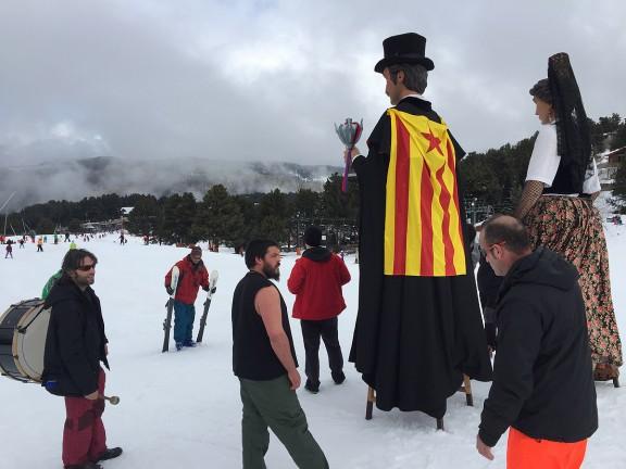 Els gegants de Prats se'n van a esquiar