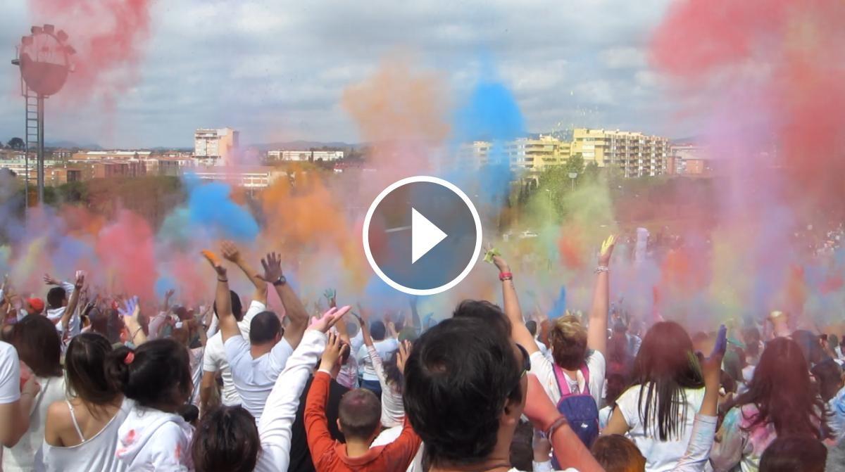 Llançament de colors al Holi 2016 de Sabadell