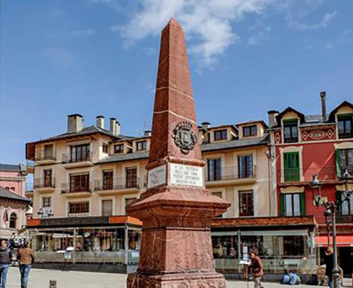 El monument dedicat als vilatans que van defensar la Vila durant el setge carlí