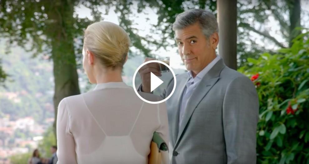 George Clooney bevent Nespresso en un dels seus espots publicitaris