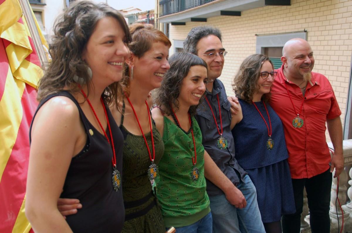 L'equip de la CUP de Berga al balcó de l'Ajuntament després de la investidura