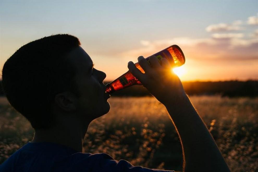 El consum moderat d'alcohol provoca problemes a llarg termini