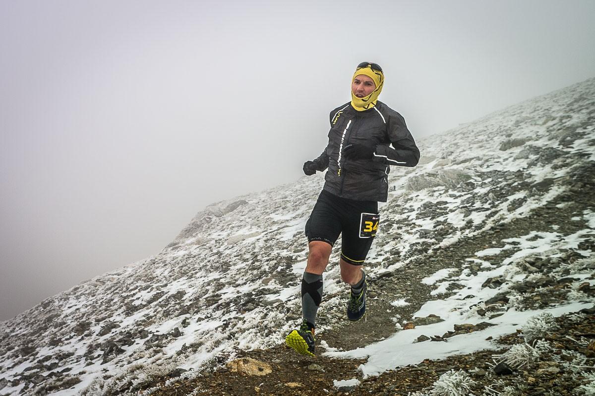 Roger Viñas, ben abrigat, al coll de Tirapits a 2.783 metres