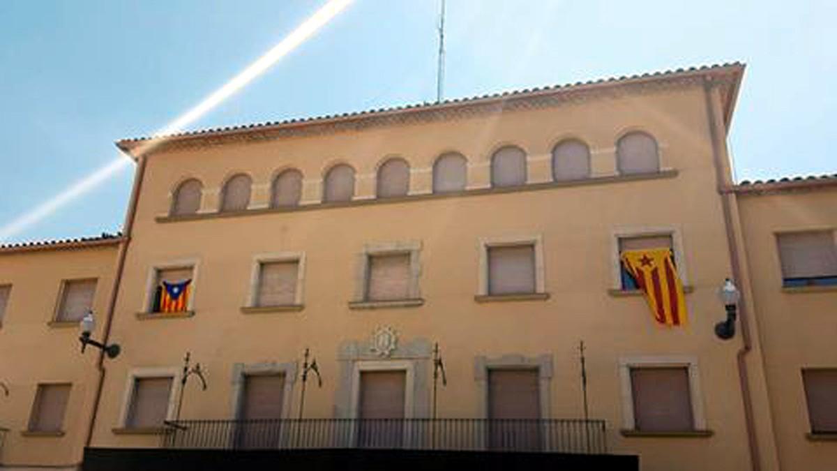 L'Ajuntament de Navàs, de nou, amb les estelades a la façana