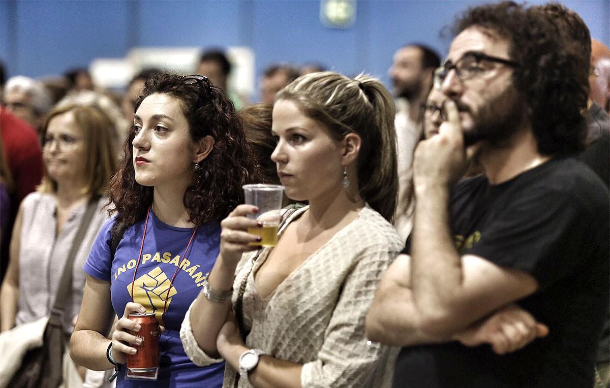 Cares llargues a la seu electoral d'En Comú Podem