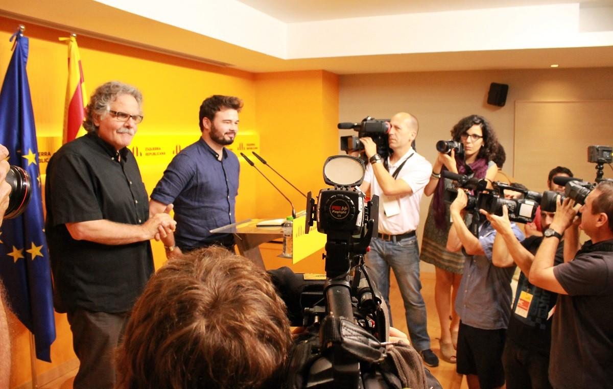 Joan Tardà i Gabriel Rufián a l'inici de la roda de premsa