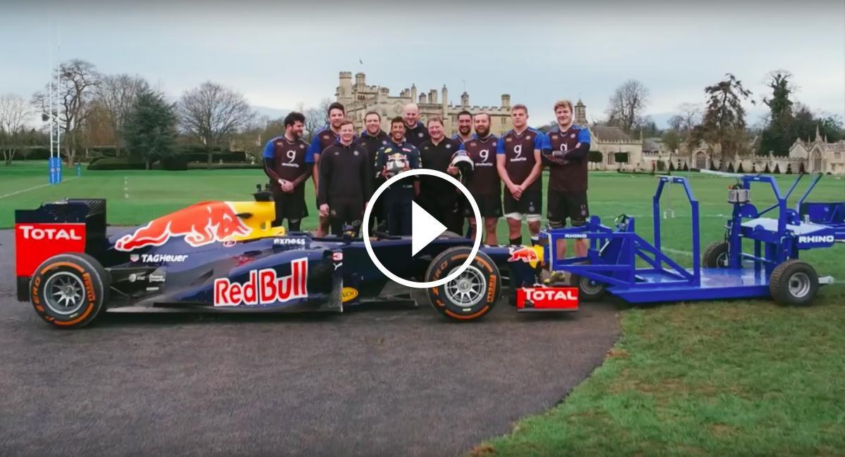 Daniel Ricciardo amb l'equip de rugbi de Bath (Gran Bretanya)