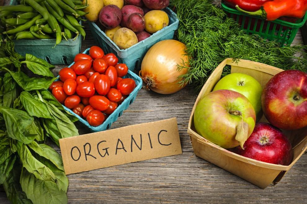 Unes cistelles amb menjar orgànic