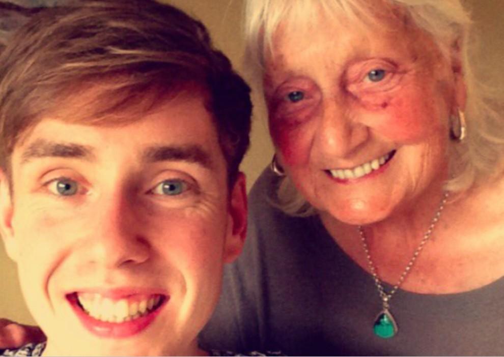 L'àvia més amable de la xarxa juntament amb el seu nét, Ben John