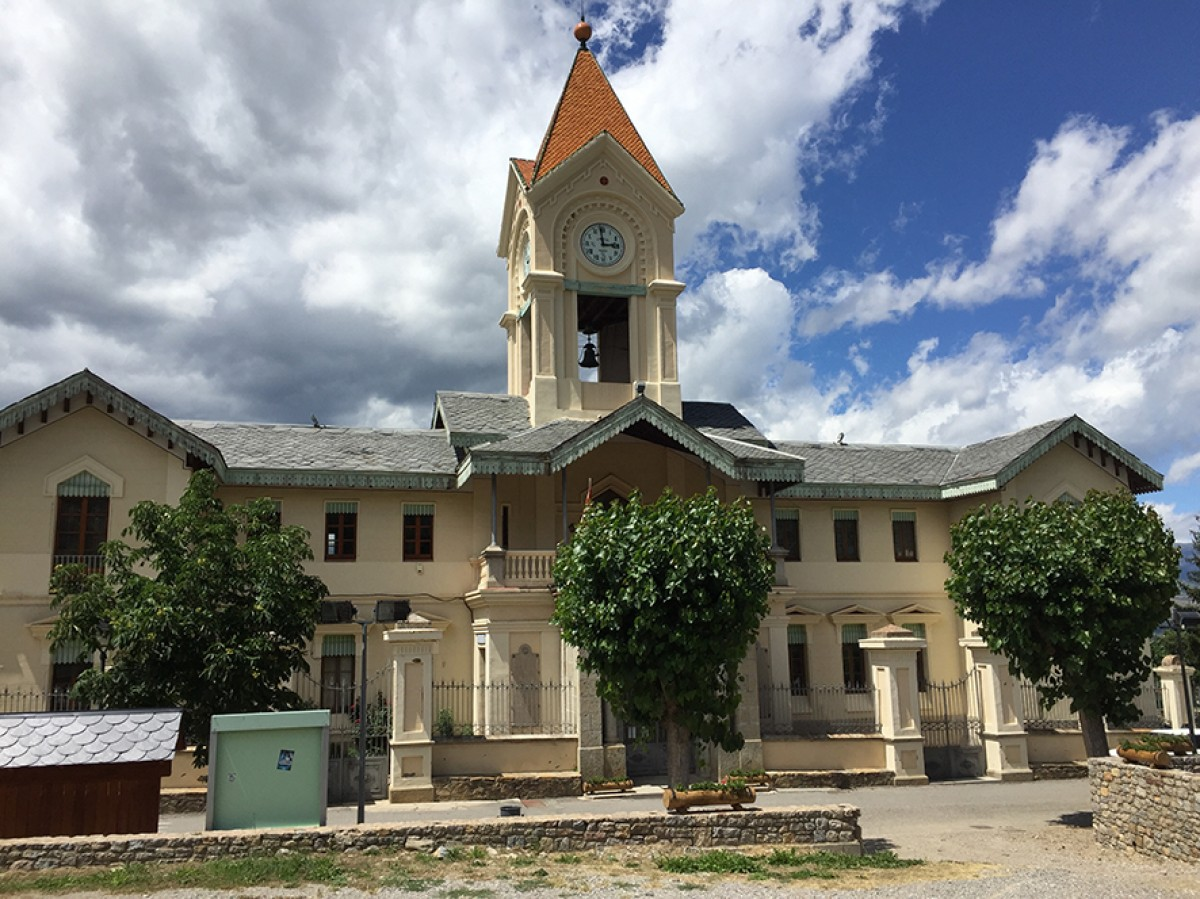 L'edifici de Das, que actualment acull l'Ajuntament, el Museu i una sala de lectura