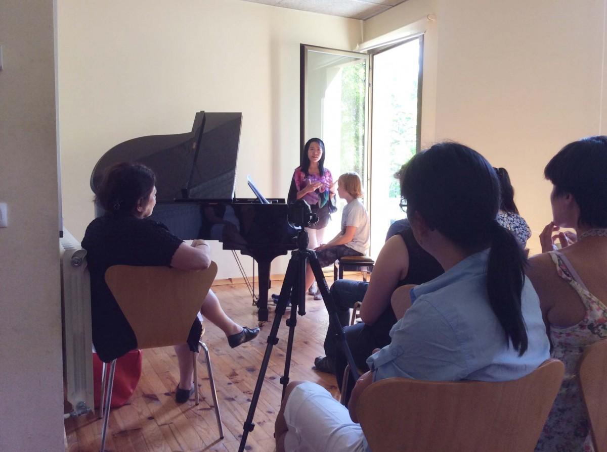 Una sessió de Master Class amb Oxana Yablonskaya, d'esquena, a l'esquerra de la fotografia