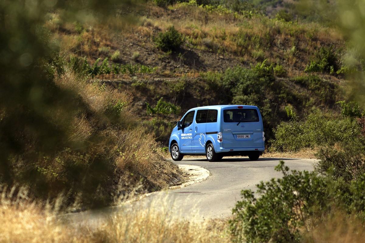 Passejant entre les vinyes del Priorat amb el Nissan e-NV200
