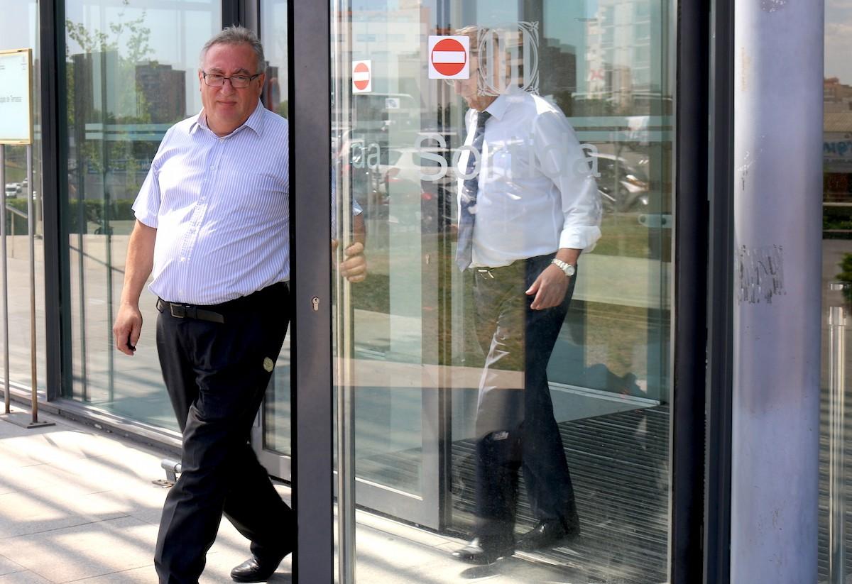 Paco Fernández sortint dels Jutjats de Terrassa.