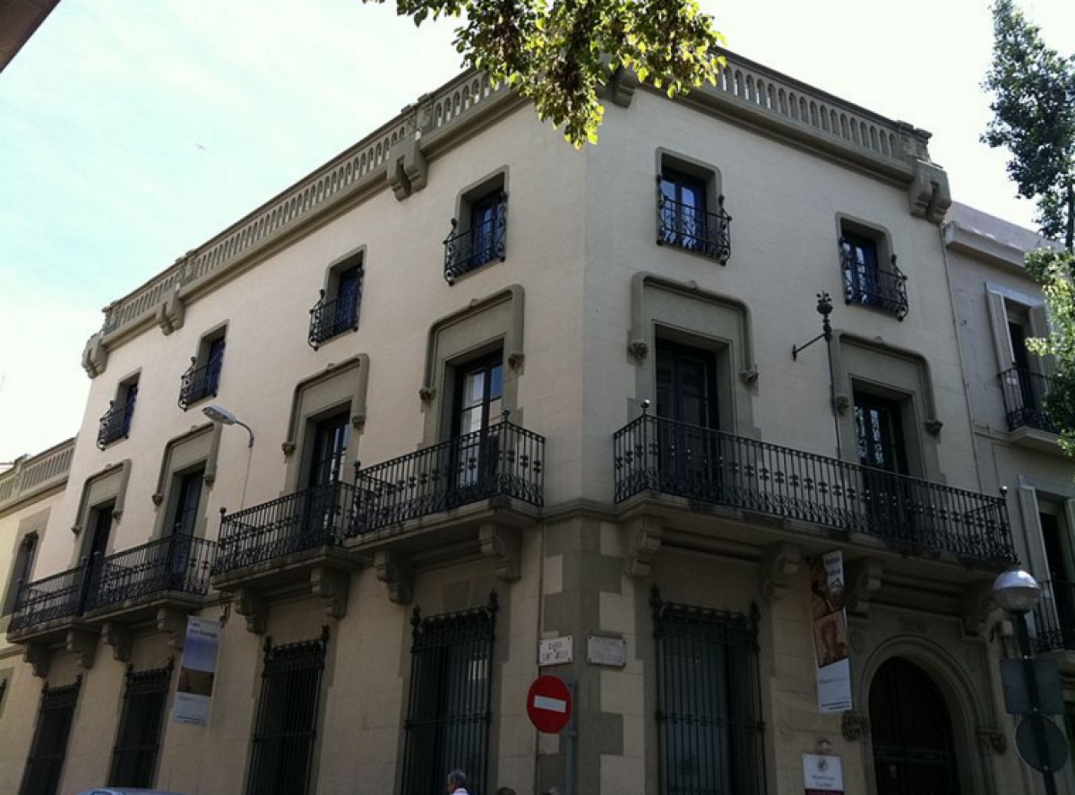 Façana de l'Aliança Francesa de Sabadell.