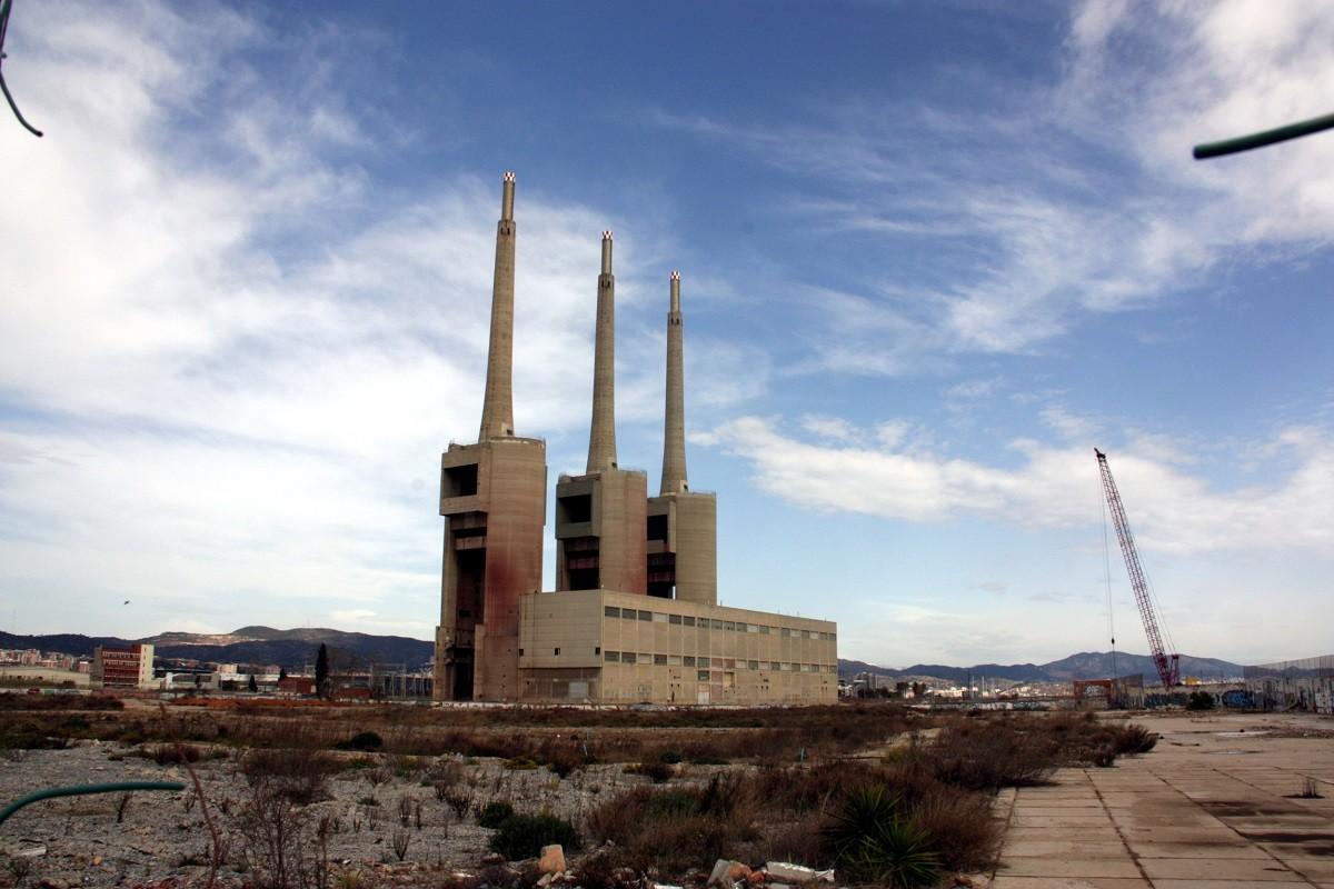Les Tres Xemeneies de l'antiga central tèrmica de Sant Adrià de Besòs