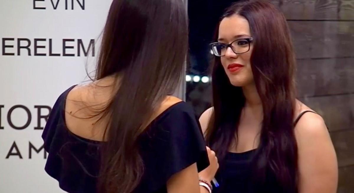 Núria Delgado és una concursant del programa de cites a cegues «First Dates»