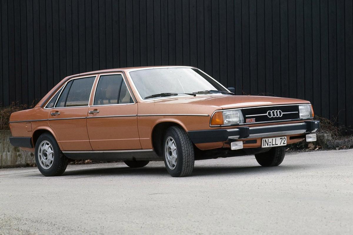 Audi 100 Type 43 del 1976. El primer Audi en muntar el motor de cinc cilindres