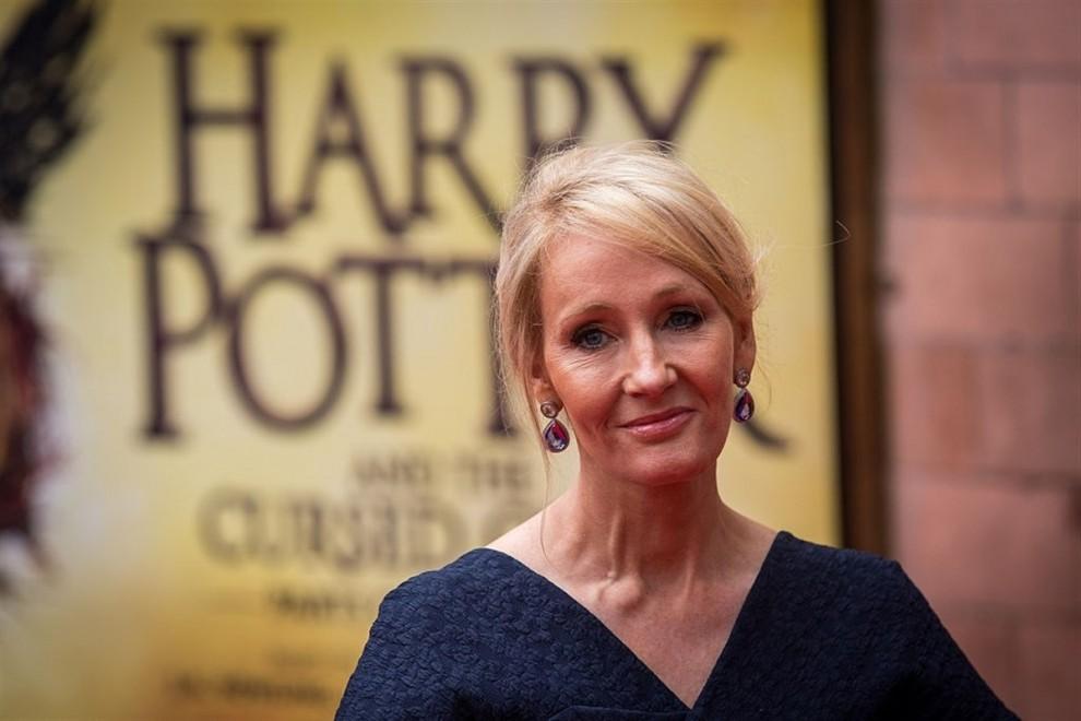 J.K. Rowling continua la saga de Harry Potter amb un altre format