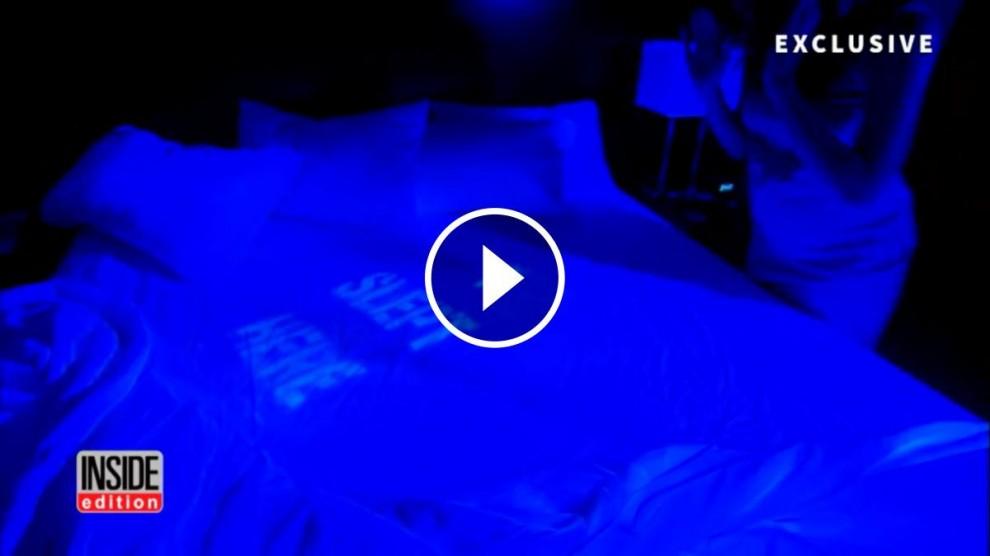 Un equip de periodistes realitzen un experiment per comprovar les condicions higièniques dels hotels