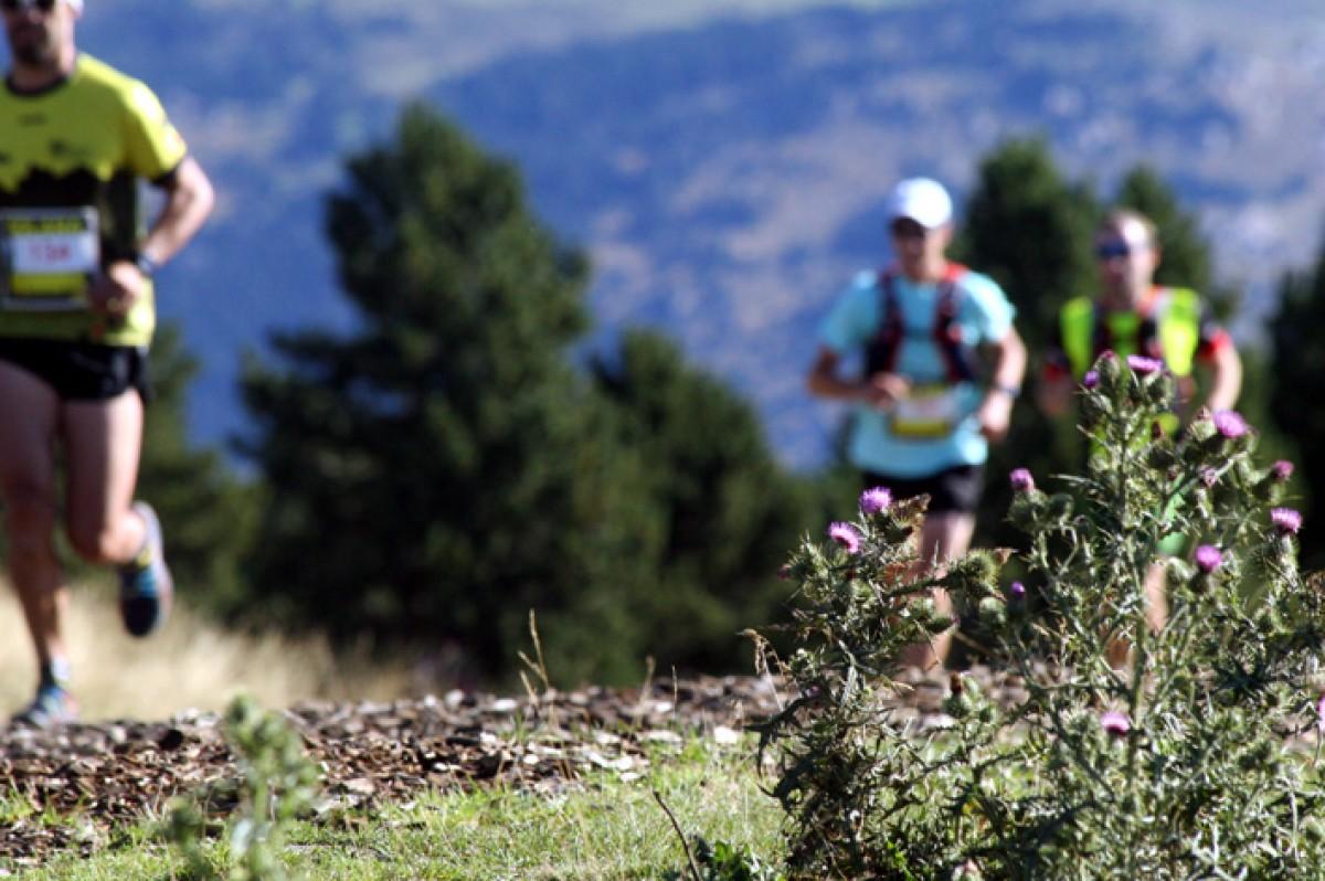 Moment de la cursa de l'any anterior, amb el corredors passant per Guils Fontanera