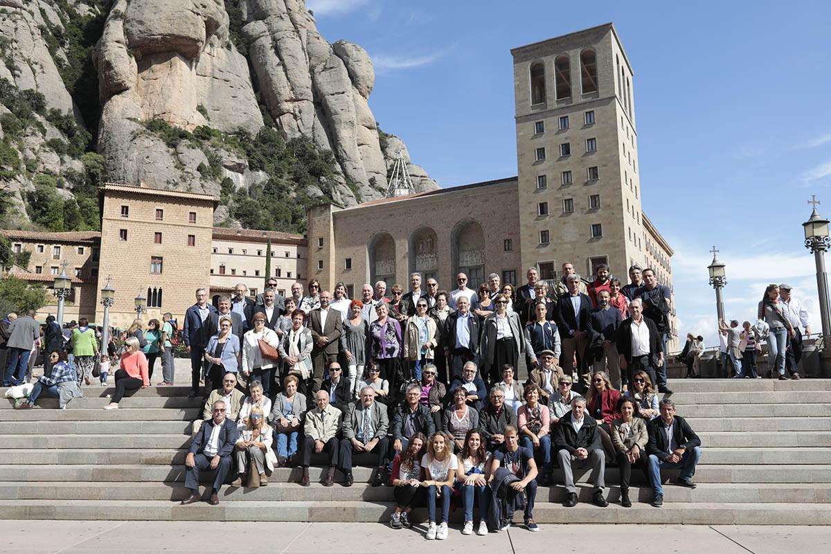Foto de família del Club Natació Sabadell a Montserrat