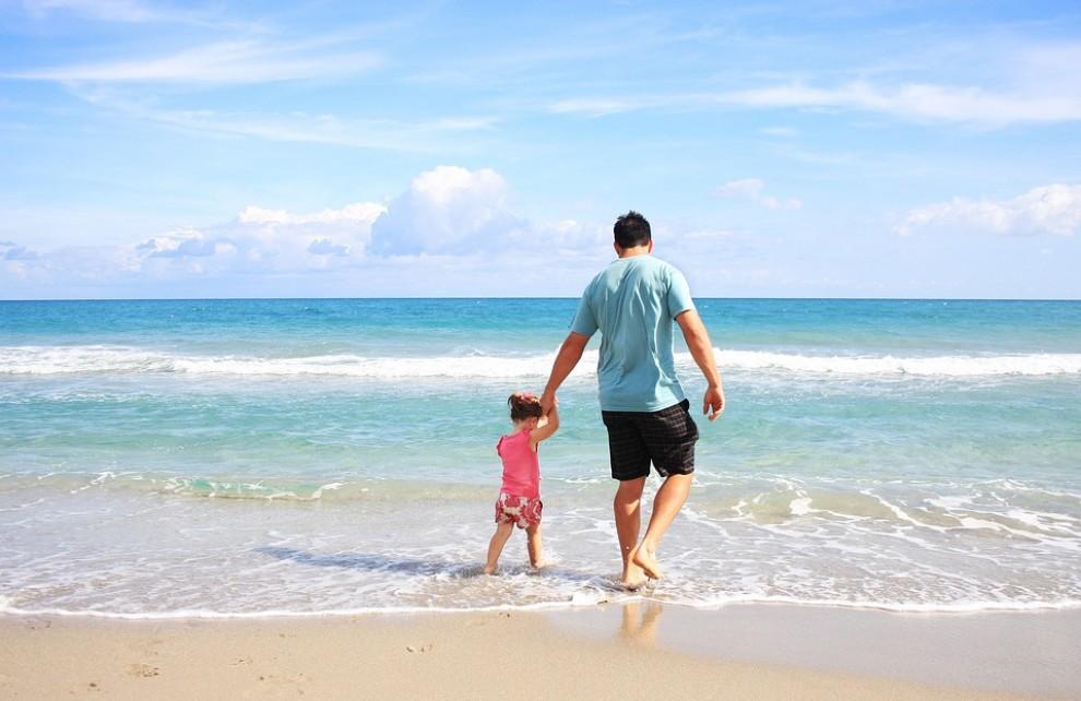 Els pares comparteixen més moments d'oci amb els fills que les mares