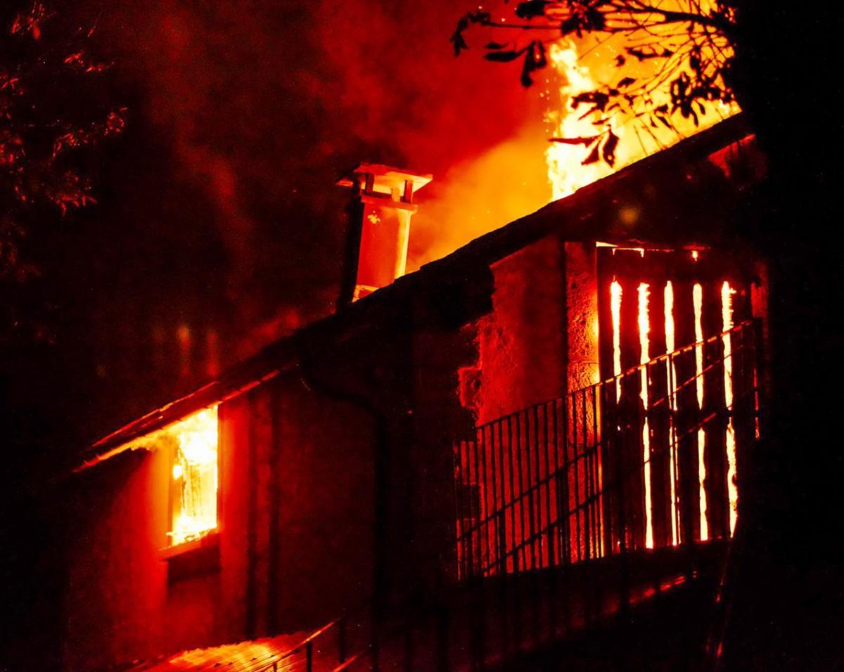 Imatge de l'incendi que ha afectat un cobert del Mas Sant Josep
