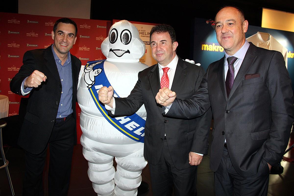 D'esquerra a dreta, Paolo Casagrande, Martín Berasategui i el cap de sala del Lasarte Barcelona, Joan Carles Ibáñez