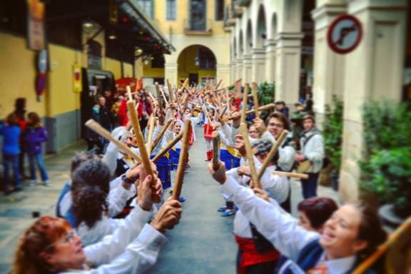 Set colles bastoneres omplen la bastonada de Can Galta a Barcelona