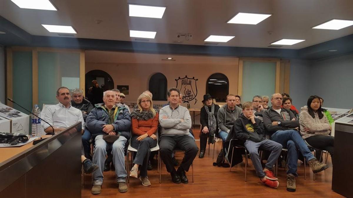 Públic assistent a la presentació del projecte a l'Ajuntament de Llívia