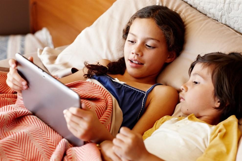Els infants són més vulnerables a les estafes que corren per internet.