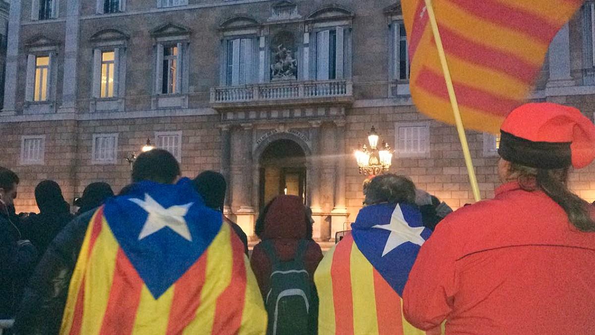 Una concentració davant del Palau de la Generalitat