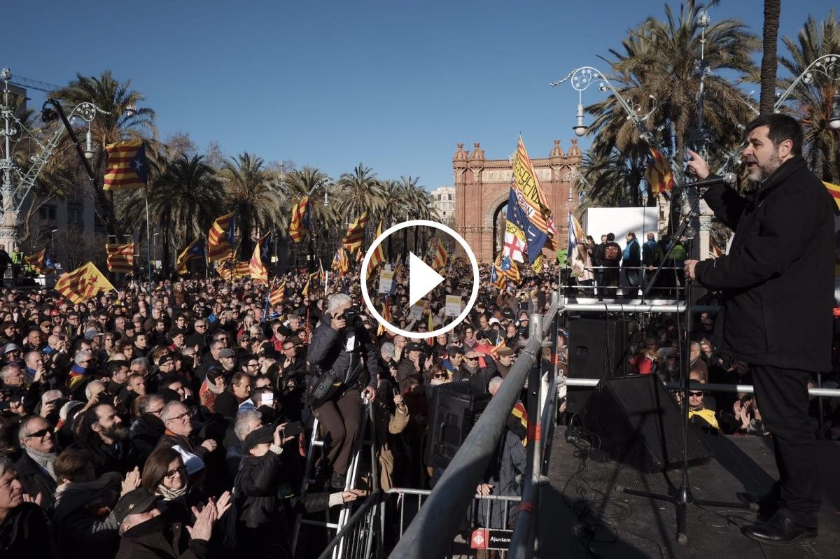 Jordi Sànchez, dirigint-se als concentrats