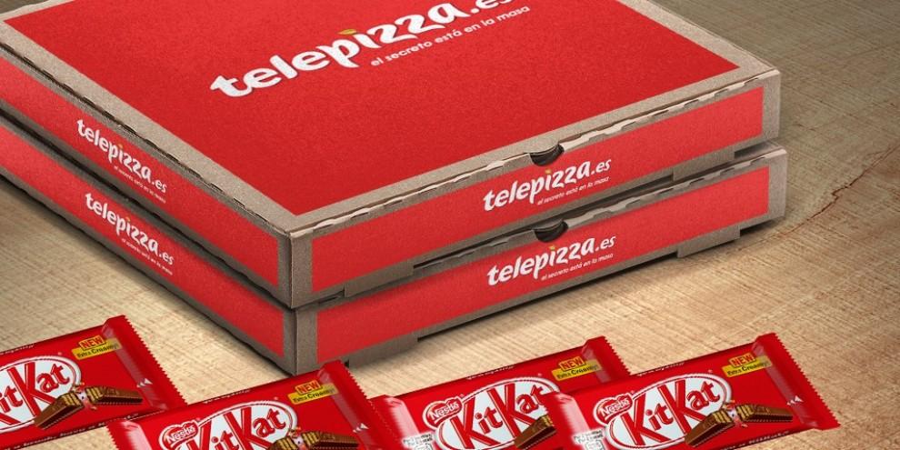 La pizza combina una massa clàssica amb fragments de KitKat.