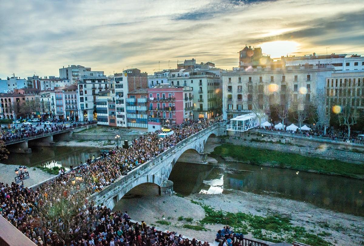 La tradicional inauguració del Terrat, davant del Pont de Pedra