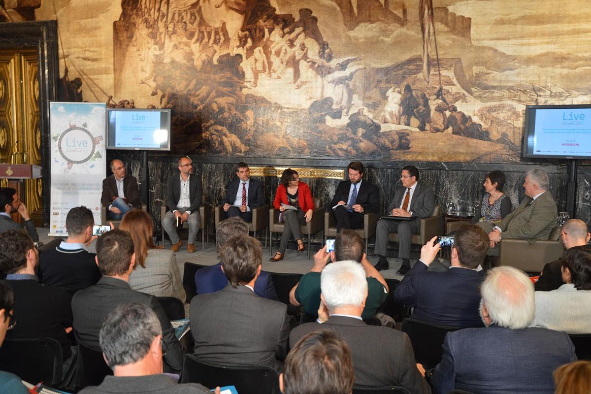 Els participants a la ponència de la Plataforma Live durant la presentació a l'Ajuntament de Barcelona