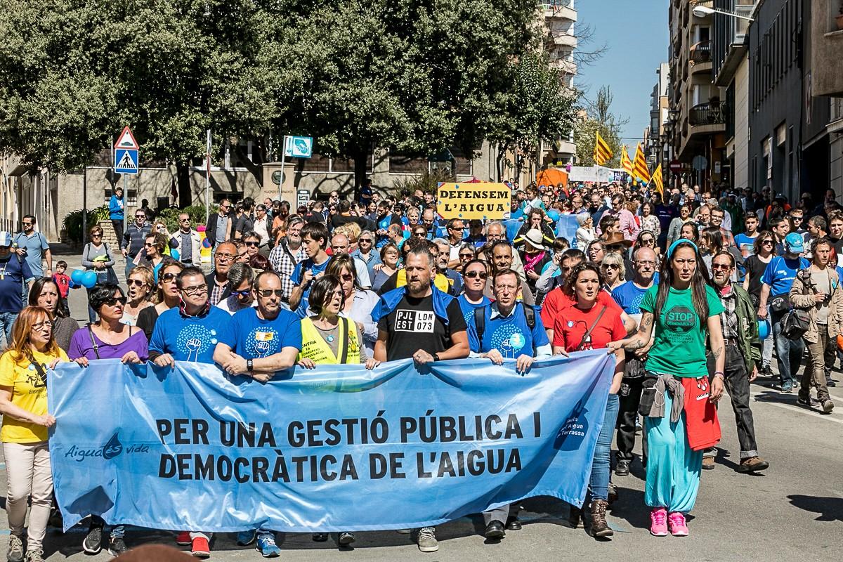 La manifestació ha omplert els carrers del centre de Terrassa.