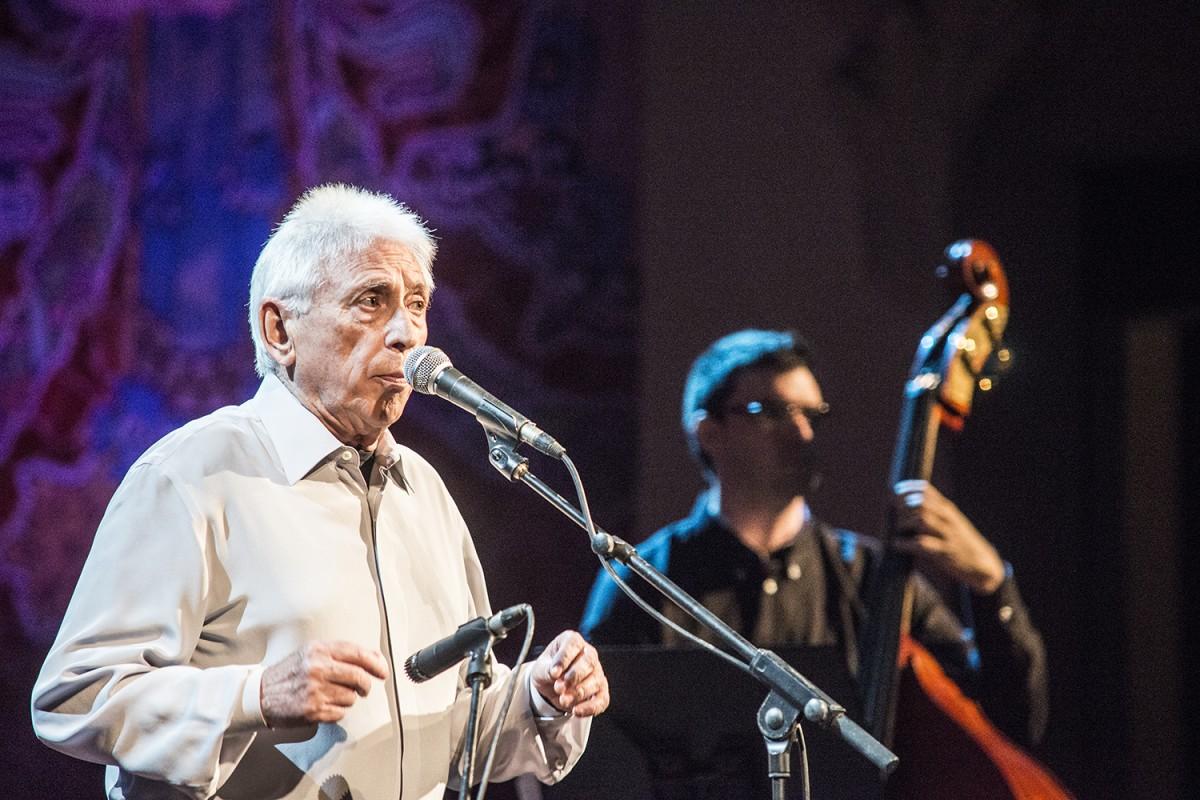 Raimon en un dels recitals de comiat al Palau de la Música