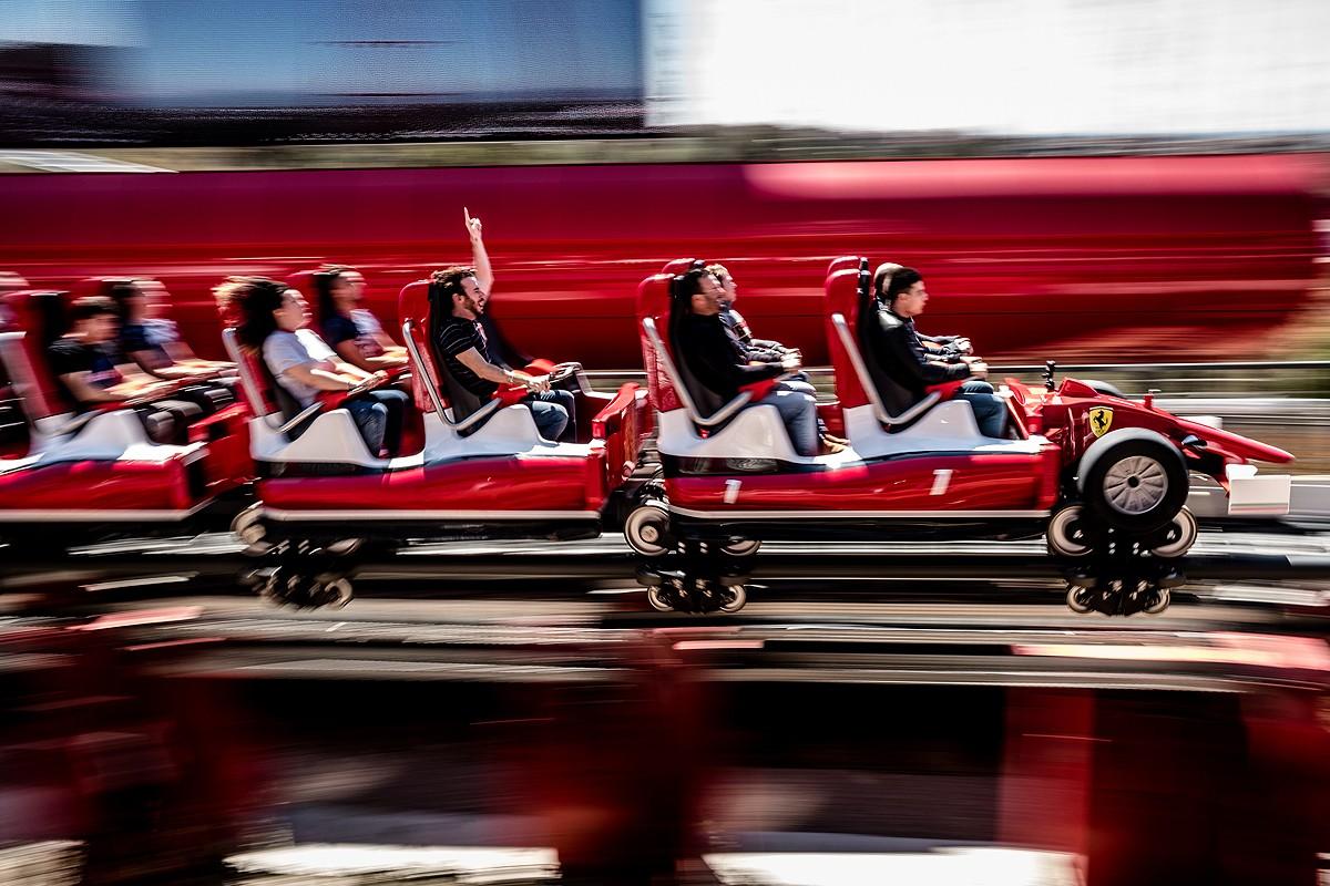 Primeres persones a gaudir de l'experiència Red Force el dia de la inauguració de Ferrari Land