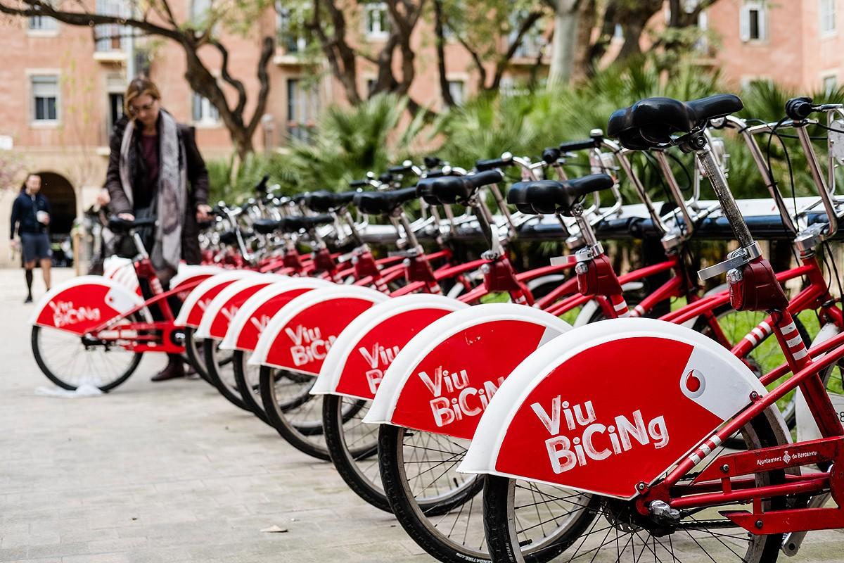 Estació de Bicing a la plaça de Vicenç Martorell.