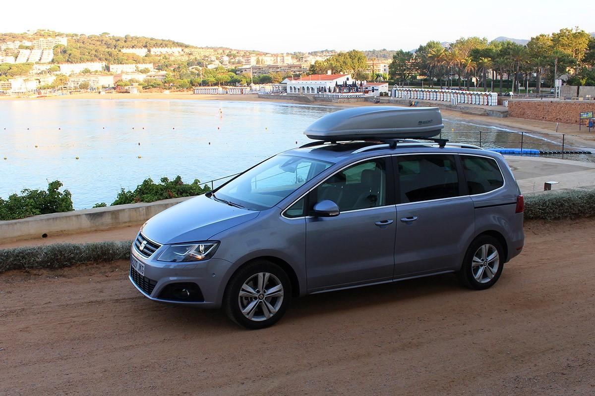El nostre SEAT Alhambra aparcat a l'inici del camí de ronda a S'Agaró